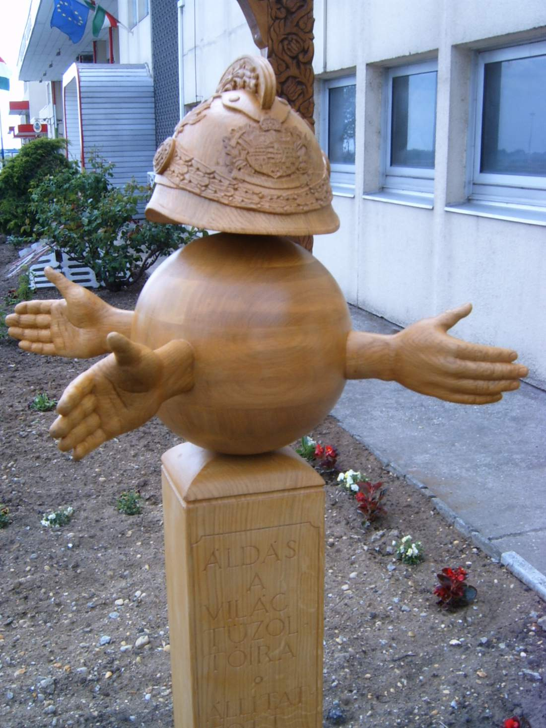köztéri szobrok  emlékművek